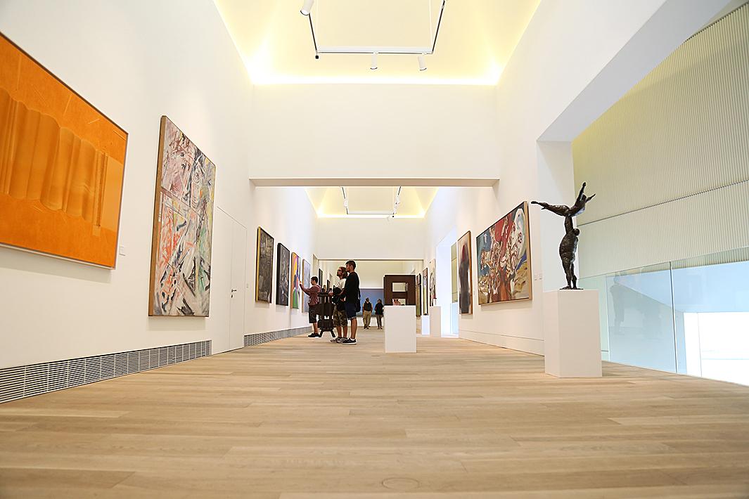 Una de las salas de la ampliación del Museo / TALLER OVIEDO CREATIVO